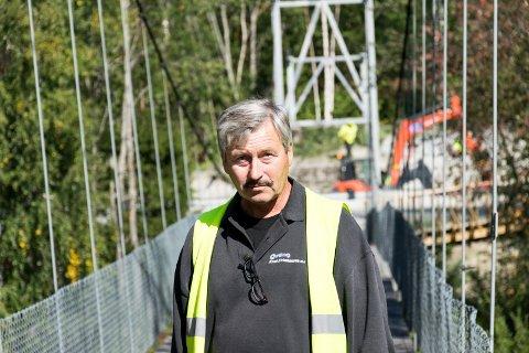 STÅTT PÅ: Ivar Kristiansen, bruforkjemper på Veme, håper det nå blir mulig å åpne Borglund hengebru på Veme snart.