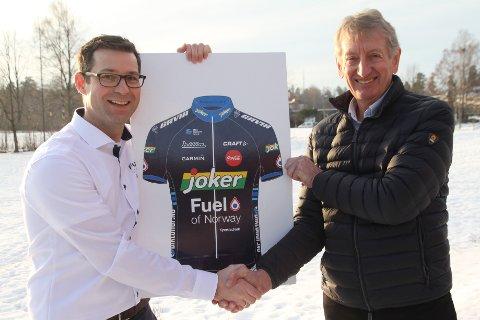 SAMARBEID: Morten Andresen, daglig leder i Fuel of Norway og Birger Hungerholdt, daglig leder i Interspons har inngått sponsoravtale. Sykkellaget Joker Fulel of Norway inntar landeveiene.