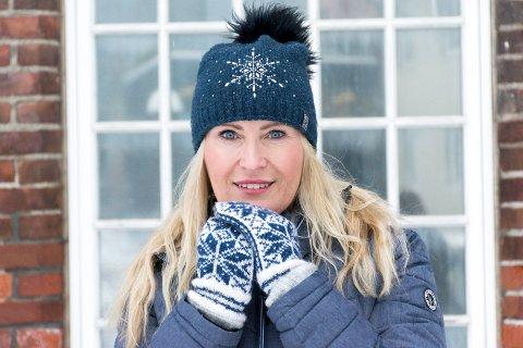 FORBILDE: Anja Stenslette fra Jevnaker har laget filmen «Blodig alvor» om kvinnesykdommen endometriose, som hun selv er rammet av. Nå er hun en av finalistene i Årets kvinnelige forbilde.