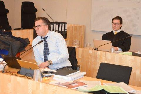 SVARTEBOK: - Dette var ikke noen svartebok over illegal omsetning, mente forsvarer Ole Petter Drevland (nærmest). Christian Flemmen Johansen (bak) er forsvarer for den medtiltalte bærumsmannen.