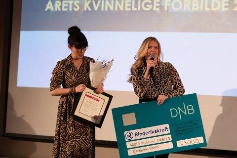 VERDIGE VINNERE: Årets kvinnelige forbilder er Marte Helleseter Hval og Guro Helleseter som driver Showskolen i Hønefoss.