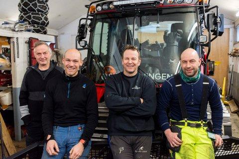 DE KJØRER LØYPENE: Rolf Storbråten (til venstre) har gode erstattere til å bruke løypemaskinen. Fra venstre: Børre Næss, Knut Voreland og Henrik Færden Petersen.