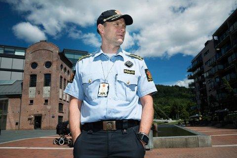 – PASSER PÅ: Selv om truslene mot Buskerud-skolene ikke anses som reelle, holder politiet et ekstra øye med hva som skjer, sier Geir Oustorp i politiet.