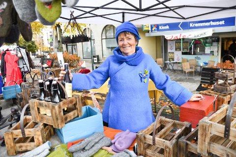 SALGET GIKK STRYKENDE: Marianne Breien kom fra Tyristrand og hadde litt av hvert å tilby de handlende.