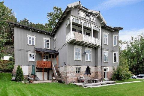 SELGER: Kirsti Larsen selger en av de fem leilighetene i Sommerfrydveien 19.