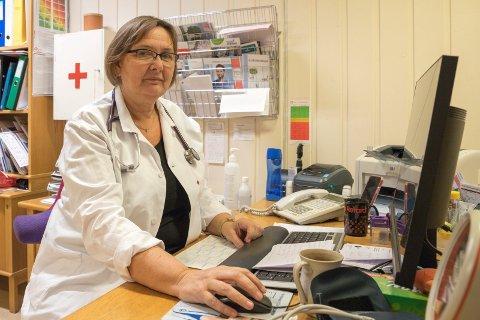 KRISE: Mette Christin Lerfaldet (56) er fastlege på Sokna. – Over hele landet rammes stadig nye kommuner av fastlegekrisen, med umiddelbare konsekvenser for pasientene og kommunehelsetjenesten, sier Marit Hermansen, president i Legeforeningen.