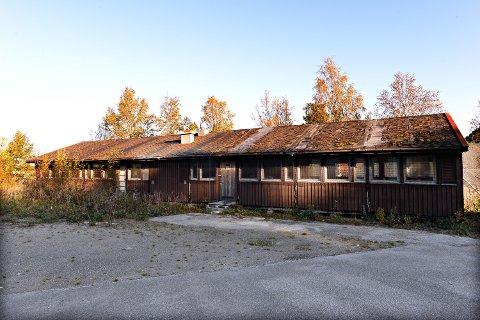 Denne brakkeriggen i Sødalen eid av Kristiansund kommune, kan bli din for én krone, men da må du selv sørge for demontering og henting.
