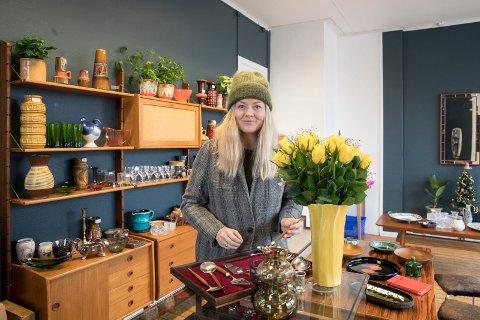 TEAK: Eline Kristoffersen er ute etter teakbestikk. Hun er glad i å handle brukt.