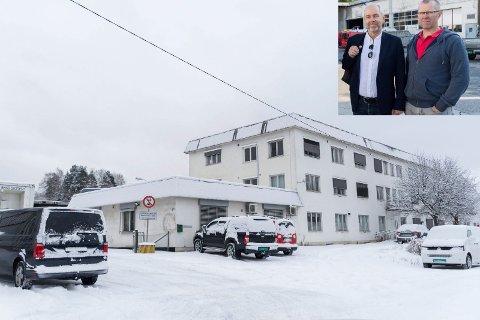 VIL RIVE: Disse bygningene i Asbjørnsens gate vil rådmannen rive. Jan Helge Østlund og Per Olav Rolund ved Samferdselshistorisk senter håper derimot å kunne flytte virksomheten sin hit.