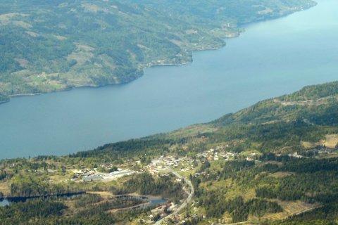 Flyfoto: Sollihøgda ved E16. Holsfjorden i bakgrunnen.
