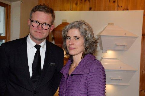 HJELP I SORGEN: Reidar Urnes og Karianne Kvamme bistår familier som har mistet et medlem.