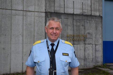 BEDRING: Fengselsleder Eirik Bergstedt er glad for at tiltakene som er iverksatt har resultert i mindre vold mot ansatte på avdeling A, isolasjonsavdelingen.