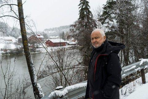 GEOLOG: Bjørn Tore Larsen kjenner grunnforholdene i Ringerike godt. Han er ikke overrasket over at det raser igjen, etter at vi har vært gjennom en svært nedbørrik måned.