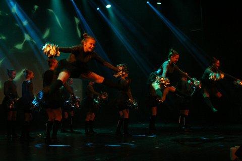 CHEER: Det var luftige svev og stødig koreografi fra Cheerdance gruppa.