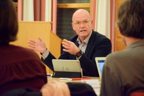 UNGE OG ELDRE: Ordfører Syver Leivestad (H) er spesielt interessert i å få vite hva innbyggerne synes om oppvekst- og eldretilbud.