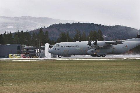 I dag kan du få se Forsvarets Hercules-fly i formasjon over store deler av Østlandet.