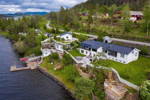Utstranda 181 (Gnr 233, bnr 29) er solgt for kr 11.600.000 fra Helge Andre Auster og Rina Auster til Frode Frøhaug og Kari Synnøve Robertsen (05.11.2019)