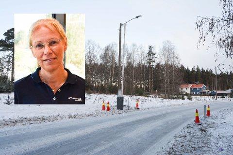 INFORMERT: Utviklingsdirektør Ellen Grønlund (innfelt) og Tronrud Eiendom er orientert om at kommunen ville sette opp bommen på Rundtom. Hun forstår at det ble gjort for å begrense trafikken i området.