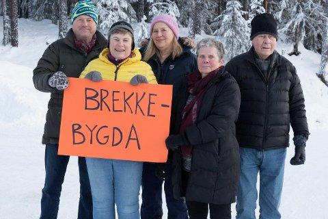 SKILT: - Vi vil ha skilt på Rallerud. Skilting derifra til Havikskogen og Brekkebygda, sier Torstein, Kjersti, Øyvor, Gerd Elin og Harald.