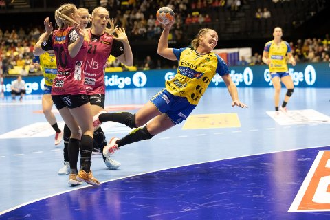 FINALE: Storhamar og  Ellen Marie Hellern Folkvord presset favorittene på Vipers Kristiansand hardt i NM-finalen. Med på laget til Storhamar var Maren Sjaamo fra Ringerike.