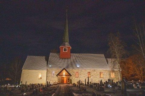 Nytt lys: Hole kirke har fått nytt flomlys.