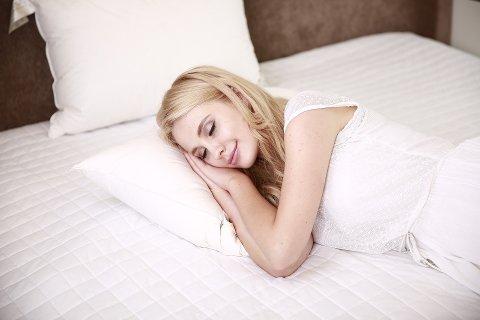 SØVNPROBLEMER: Mange forsøker å ta igjen tapt søvn når helga kommer. Men fungerer det? Ikke ifølge psykologene.