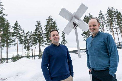 LEDERSKIFTE: Olav Tronrud (til venstre) gir seg som daglig leder i Tronrud Engineering. Svein Steinsvik tar over.