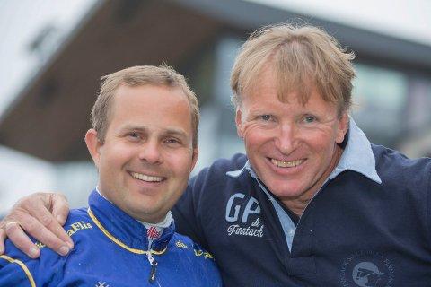 FORNØYDE: Kristian Malmin (t.v) og Trond Anderssen smiler etter to V75-seire lørdag.