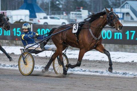 VANT: Kristian Malmin vant V75-3 med Luxury Tile.