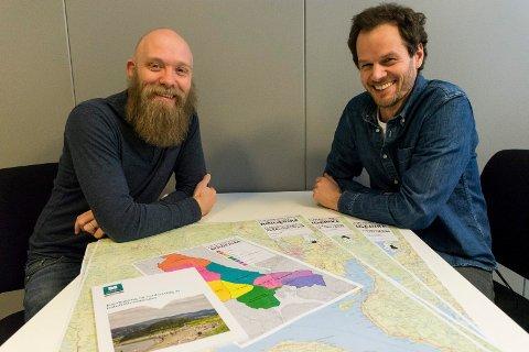 VIL HA INNSPILL: Tom-Erik Bakkely Aasheim og Halvard Fiskevold vil høre om hvor folk legger turene sine i Ringerike.