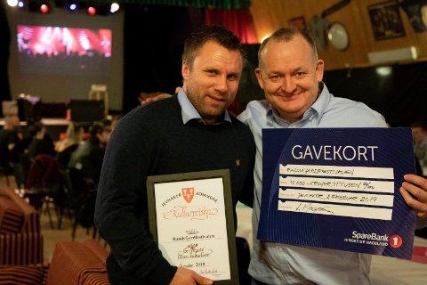 Ole Henrik Pedersen og Espen Hagen mottok prisen på vegne av festivalgjengen.