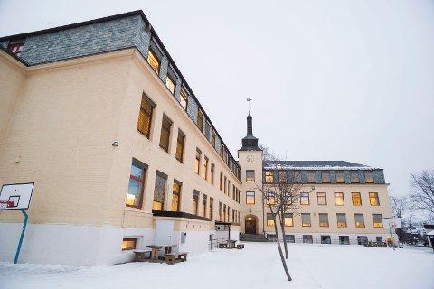 ULOVLIG? Å legge ned Hønefoss skole må være ulovlig, mener Olav Bjotveit.