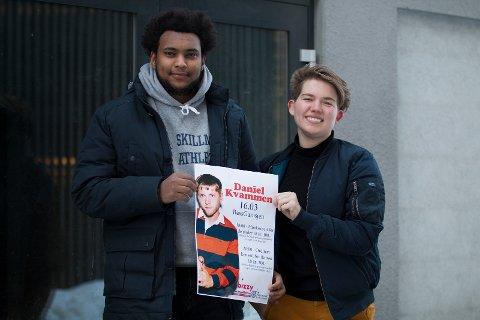 ARRANGERER: Risam Tekie (18) og Hedda Marie Solbakken Midtbø (18) er to av elevene ved musikklinjen som arrangerer konserten.