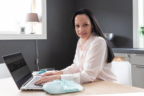 HJEMMEKONTOR: Gründer  Linn Grete Sandum har hjemmekontor og jobber med sitt nye firma og finansieringsprosjekt.