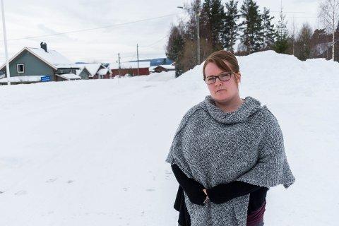 SJOKKERT: Helen Rudstaden synes det er helt uakseptabelt at fostersønnen på seks år ble nektet å gå på skolebussen i Vestre Ådal.