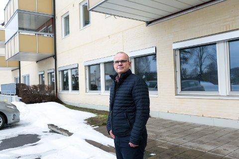 FRA NÆRING TIL BOLIG: Første etasje i Kinohaven huset tidligere et treningssenter. Hvis Ståle Hjerpseth i Tronrud Eiendom får det som han vil, blir det nå  leiligheter.