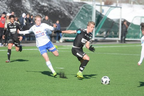 TØFF KAMP: HBK-spillerne fikk det tøft mot Brumunddal. Etter 41 minutter lå de under med 5-0.