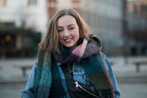 RAMMER MANGE: Oda Fagervold (18) er russ i år og ønsker å vise støtte til alle de som har opplevd kreft