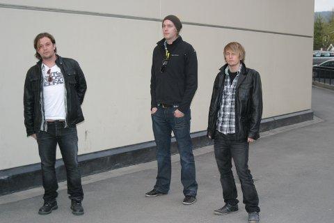 I STUDIO: Bandet ATONE med Martin Johansson, Jonas Langbråten og Mads Johansson (Martin Kneppen ikke til stede) holder på i studio og spiller inn flere låter.