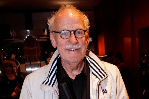 FOLKEKJÆR: Skuespiller og komiker Jon Skolmen er død, 78 år gammel. Arkivfoto.