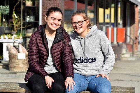 MØTTES GJENNOM FOTBALL: Emilie og Synne møttes gjennom fotballen, og har vært sammen litt over to år nå.