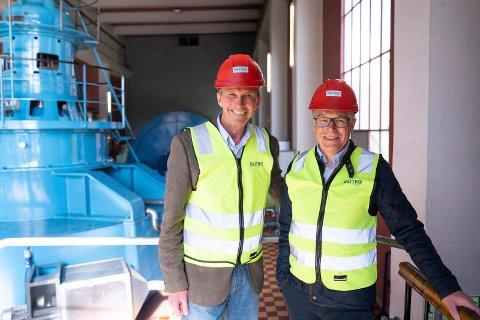 HENSFOSS: Konsernsjef Pål Skjæggestad i Glitre Energi og Jan Paul Bjørkøy i Kiwi samarbeider om å redde kraftturbinen på Hensfoss.