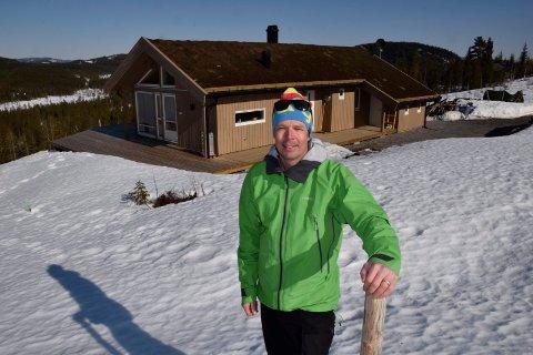IKKE FOR MANGE: Ole Elsrud ønsker ikke å selge for mange hyttetomter i året. På denne måten klarer han å benytte lokale håndverkere og unngå for stor slitasje på veiene.