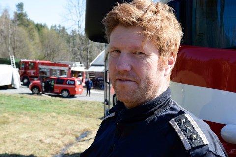 FLERE TILTAK: Brann- og beredskapssjef Tonny Jensen mener det må gjøres noe mer ved gangfeltet over E16 ved Nesbakken på Jevnaker.