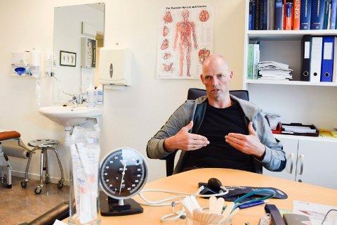 FERDIG SOM FASTLEGE I JEVNAKER: Bjarne Oures fastlegehjemmel ved Samfunnshuset legekontor blir ledig fra juli.