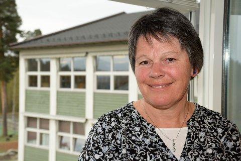 SLUTTER: Bente Tandberg har hatt fine år som rektor ved Veien skole i Hønefoss. Nå er jakten på hennes etterfølger i full gang.