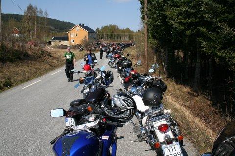 Flott vær og rekorddeltakelse på rundt 300 motorsykler preget det populære arrangementet til Rockerne MC Hønefoss 1. mai i 2009.