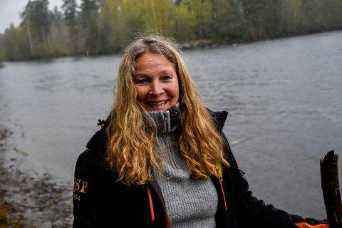 HAR NÅDD MÅLENE: Etter fem år med prosjektet «Ja til bærekraftig stamme» har Else Ravneberg og Ringerikes Sportsfiskere kommet langt i arbeidet med å få opp ørretbestanden i Randselva.