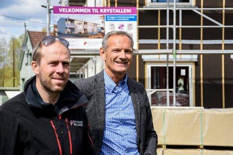 I SALG NÅ: Da Ringerikes Blad møtte Jens Veiteberg og John-Petter Sandvold i mai, var leilighetene i Krystallen på Jevnaker under bygging. Nå er de straks klare til innflytting.