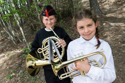 DEBUTANTER: Celine Vanessa Christensen (9) og William Wien Haugerud (9) spiller i Veien og Helgerud skolekorps.